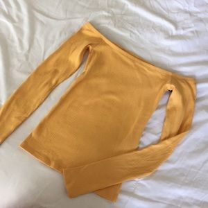Off the shoulder yellow Hollister top